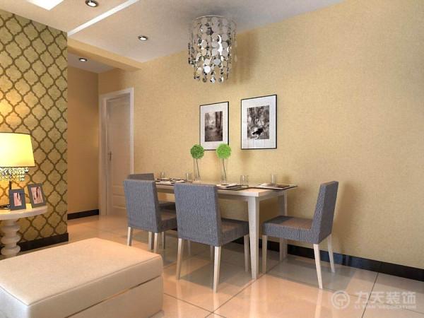 因为本户型没有餐厅的空间,就把餐桌靠过道墙横着摆放,虽然对来回走动有点影响,但也有了放餐桌的地方,餐厅的餐桌选择了现代感极强的木质和布艺结合的四人餐桌,