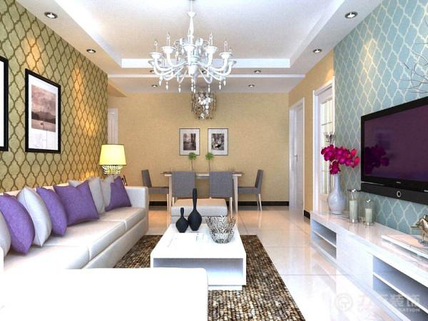 客厅区域的沙发选择拐角布艺沙发,沙发颜色选用了比较时尚大方的白色,靠垫选用了紫色和浅灰色搭配来点缀空间,茶几选择了白色烤漆材质,地毯就选择了浅咖啡色的舒适地毯来呼应空间,及时尚又大方。