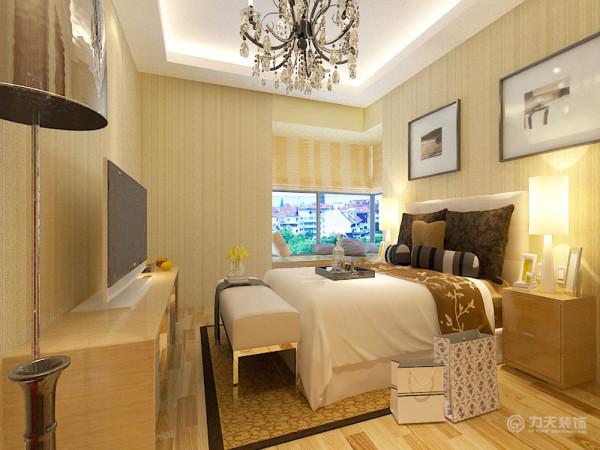 卧室的设计没有延续客厅的大面大线条的手法,而是采用块面结合的方法,床头背景采用了挂画形式,以体现简约,剩余位置用淡黄色壁纸与客厅的总体设计色彩有力融合。