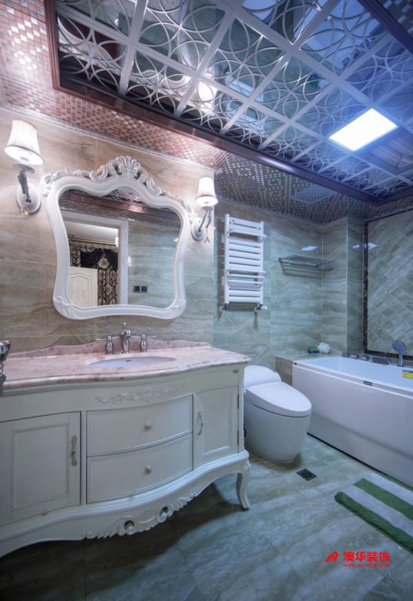 卫生间设计暗藏着无限奢华,镂空雕花的铝扣板吊顶+活泼的马赛克,让原本枯燥呆板的卫生间吊顶变得新颖夺目,充满了由设计带给生活的惊喜。