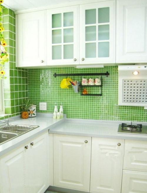 厨房:美式田园风格具备功能强大又简单耐用的厨具设备,需要有容纳双开门冰箱的宽敞和足够的操作台面。在装饰上也有很多讲究,如喜好仿古面的墙砖、橱具门板喜好用实木门扇或是白色模压门扇仿木纹色。