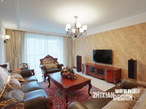 崇尚古典韵味,强调优雅的雕刻和舒适的设计,本案的家具选用了美式中常见的新古典风格家具,在保留了古典家具的色泽和质感的同时,又注意适应现代生活空间