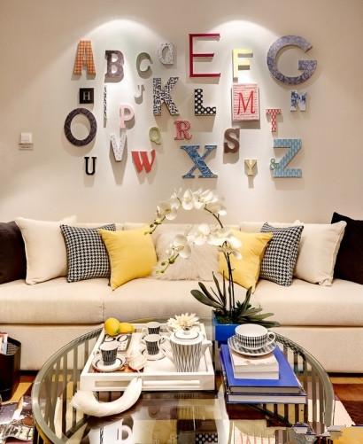 本案设计非常轻松、时尚。空间运用了很多时尚的元素,温馨的家具,有趣的配饰和绚丽的色彩,使空间更富有青春和活力。