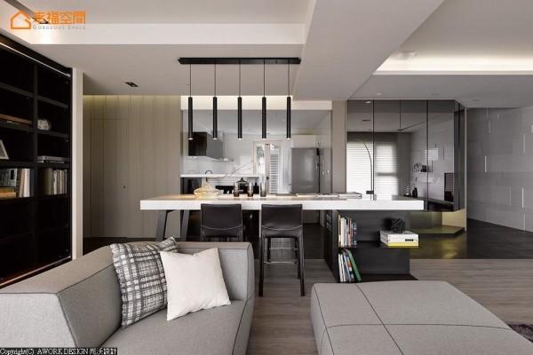 开放形式的餐厨概念,让中岛除了作为工作平台之余,也能成为餐区与厅区的机能延伸。