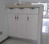 带储物功能的客餐厅隔断,实用美观,材料均为公司定制衣柜。