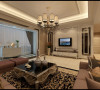深咖啡色的窗帘和镜面的门套造型,吸引视线,从进门开始就感受到这个家的用心之处                            进门玄关运用拼花地砖,增添空间的时尚和大气