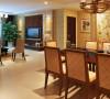 大理石的电视背景墙,明亮素实的窗帘,和古典色彩的地 毯相呼应的吊灯,加上造型简洁大方的沙发构成了一个典型的欧洲世界,送给心 灵一次欧洲的游历。