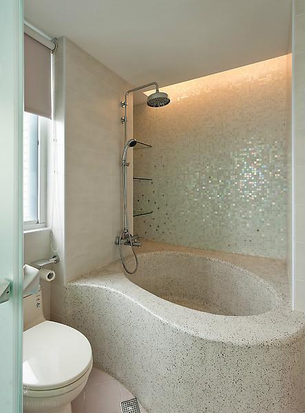 卫生间图片来自亚光亚装饰在龙山华府-三室-现代的分享
