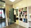 书桌和书柜的结合既有收纳功能又有整体感,美观不呆板