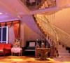 复古家具和现代饰品的应用,使房间既不失现代感而又 不失典雅,形成和谐的迹象。