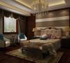 从天花到墙面多以直线来塑造空间,配合米黄的色调、大量镜钢的运用,营造出简练而不失豪华的时尚感