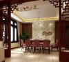 在餐厅吊顶上打破了以往的设计手法运用了祥云图案,整个客厅和餐厅用金色马赛克贯穿吊顶,在整体效果上又提升整套居室的富贵气息。