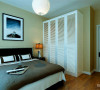 在卧室的设计中,没有复杂的造型,简单的墙面处理,刷了米黄色的乳胶漆,木地板的选用,提高了空间的舒适感。