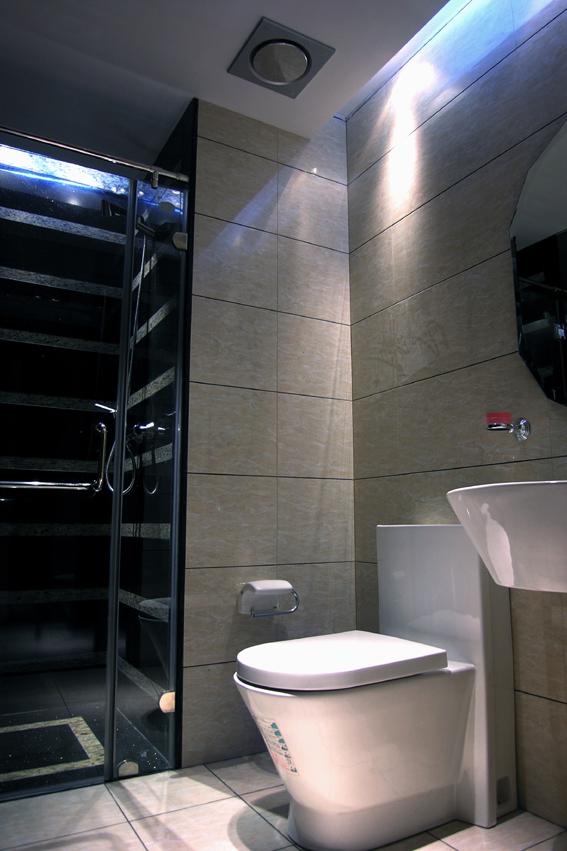 简约 混搭 二居 白领 收纳 80后 卫生间图片来自武汉实创装饰在东丽国际展现绚丽现代的分享