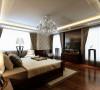 实木地板,中式壁纸,结合中式家具,没有过多的配饰,简洁高贵是整个空间的氛围!