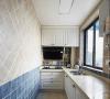 橱柜和瓷砖的搭配让复古效果更加明显,墙砖采用菱形的贴法,配上乳白色橱柜
