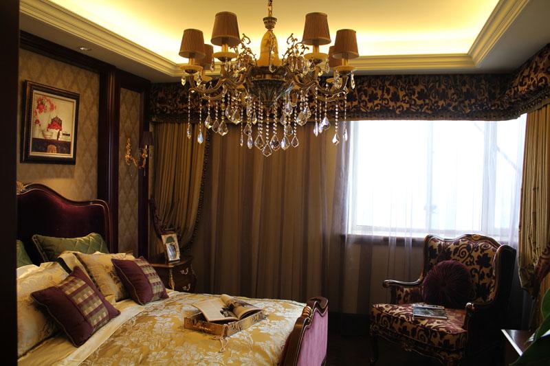 卧室图片来自潍坊万泰装饰在震撼样板间 320平奢华欧式别墅的分享