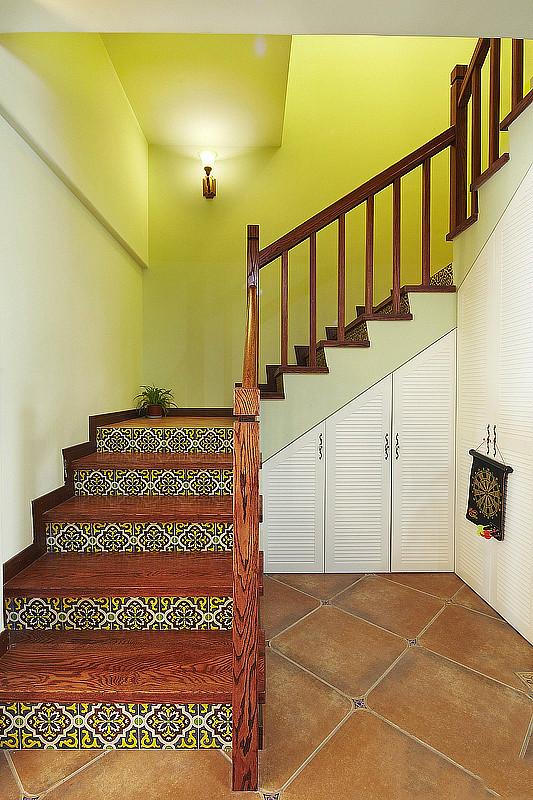 田园 美式 实创装饰 三居 复式 收纳 楼梯图片来自武汉实创装饰在打造上城明珠美式田园的分享