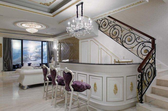 欧式 别墅 复式 收纳 高雅 楼梯图片来自武汉实创装饰在220平米简欧装修,展现品质生活的分享