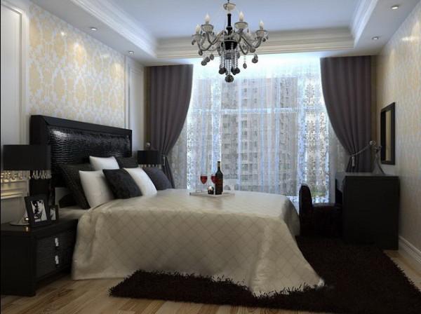 主要以功能性和实用舒适为考虑的重点,一般的卧室不设顶灯,多用温 馨柔软的成套布艺来装点,同时在软装和用色上非常统一。