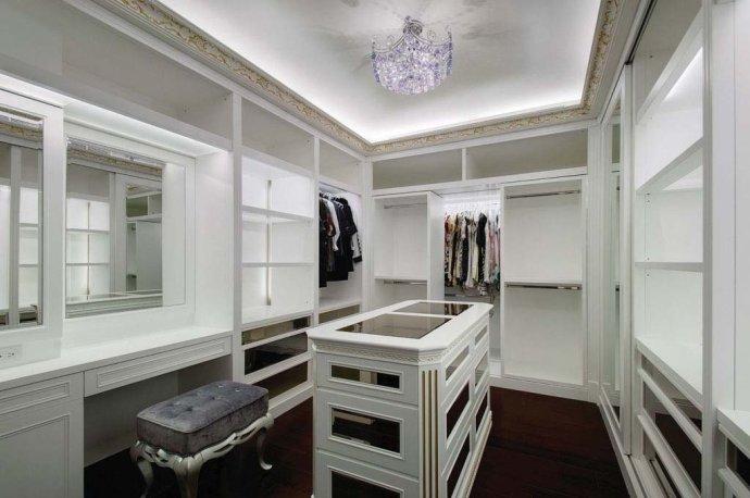欧式 别墅 复式 收纳 高雅 衣帽间图片来自武汉实创装饰在220平米简欧装修,展现品质生活的分享