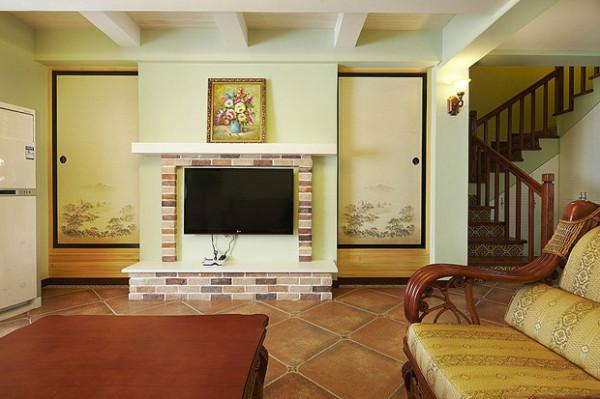 客厅作为待客区域,一般要求简洁明快,同时装修较其它空间要更明快光鲜,通常使用大量的石材和木饰面装饰;美国人喜欢有历史感的东西,这不仅反映在软装