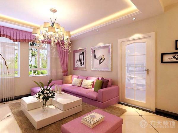 沙发背景墙是以画为主,整个空间的软装都是以紫粉色为主,草篮和画是起点缀作用,整个起居室是以浅色为主