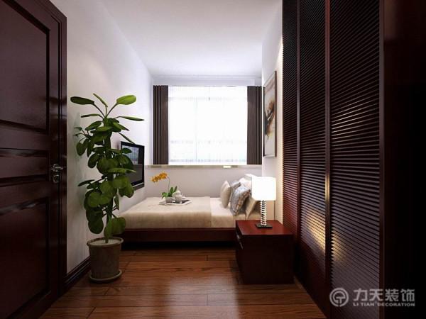 次卧室的色调以冷色为主,沉稳大气,低调奢华,主卧室则相对明亮一些,都是木制家具的搭配,十分的温馨舒适。显得十分的干净明亮,家具的造型也十分的简洁,具有设计感。