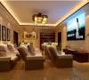 暖色调的地砖.壁纸.灯光,高质感的沙发给您一个居家.放松的视听空间.