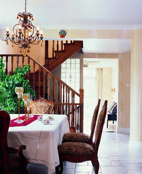 楼梯图片来自元洲胡彩霞在混搭三层别墅-卡尔生活馆的分享