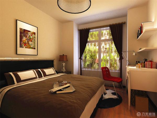 在卧室的设计中,延用客厅的咖色,虽是白色的墙面,在咖色床品、挂画的搭配下,整体空间不会显得很单调,配上红色的椅子,让卧室有了灵动的感觉。