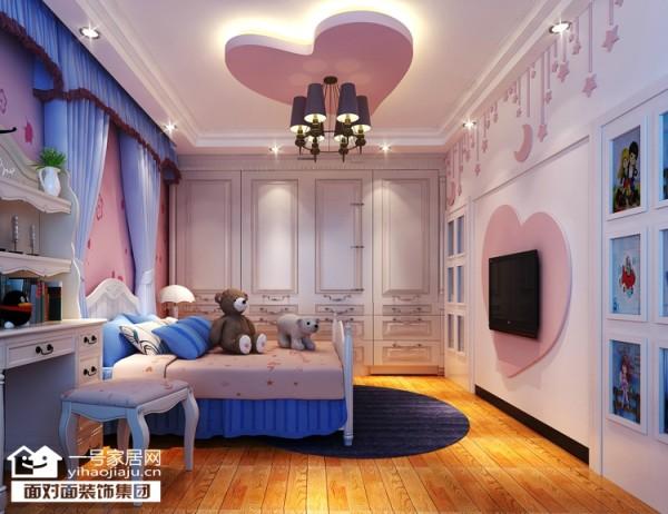 粉红色主题墙,加上可爱的桃心、小熊 ,整个布局超有爱的。