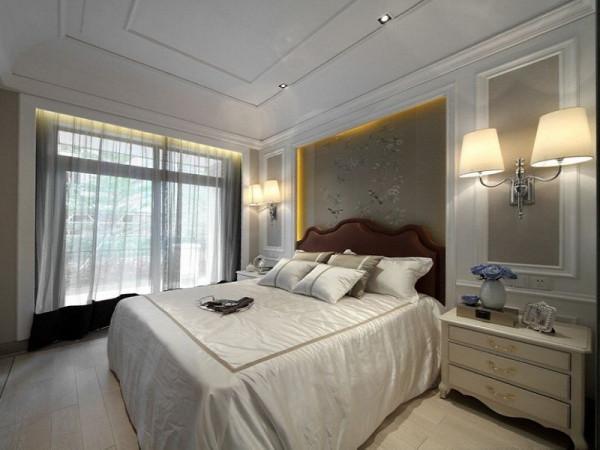 卧室的设计延续法式风格的轴对称手法,高贵典雅。