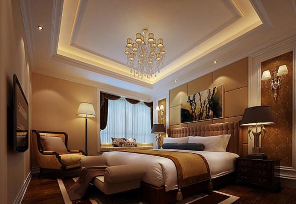 主卧床头背景将窗帘盒延伸,将零碎的空间粘合为一体。书房与主卧室做成套间,花 格屏风隔断保持统一性之余又能得到绝对性的静谧。