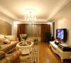 客厅的天花、灯饰、窗帘、电视柜及家具的摆设,以华丽、明亮的色彩,配以精美的造型达到雍容华贵的装饰效果。