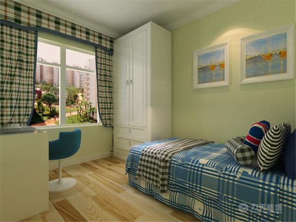 次卧室作为儿童房也以淡绿色为主要色调,淡绿色的漆、天蓝色格子床品,处处都洋溢着年轻的氛围。