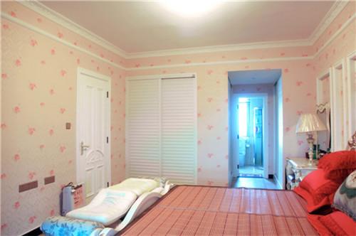 简洁明亮的卧室