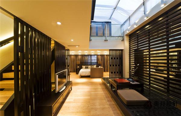 不论是建筑格局,还是室内布置,中国传统风格始终讲究空间的层次感,这一传统的审美观念被延续至今,并且在现代中式装饰风格中得到了全新的阐释。