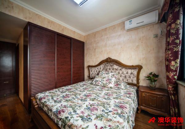 在静谧舒适的卧室,你可以安静享受片刻的安逸与清闲,逃离城市的浮躁与喧嚣,体会慢生活的美好。