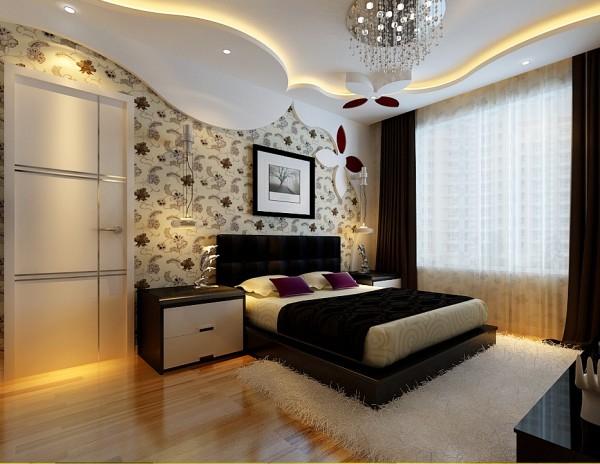 主卧做了造型,增添了居室的浪漫温馨之感。不规则的花型吊顶,碎花壁纸背景墙、黑白色的家私搭配,洋溢着典型的后现代浪漫风。