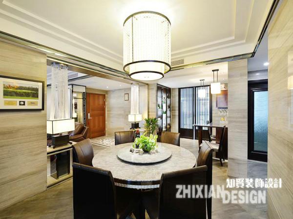 """餐厅设计,取""""天圆地方""""之义,以简美的吊灯为中心,承圆桌启方椅,简单却韵味十足。"""