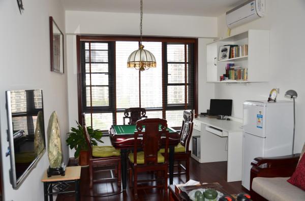 综合功能间---在大的风格氛围下,考虑业主家的实际需求,设定的综合功能间:集娱乐、书房、茶室为一体。