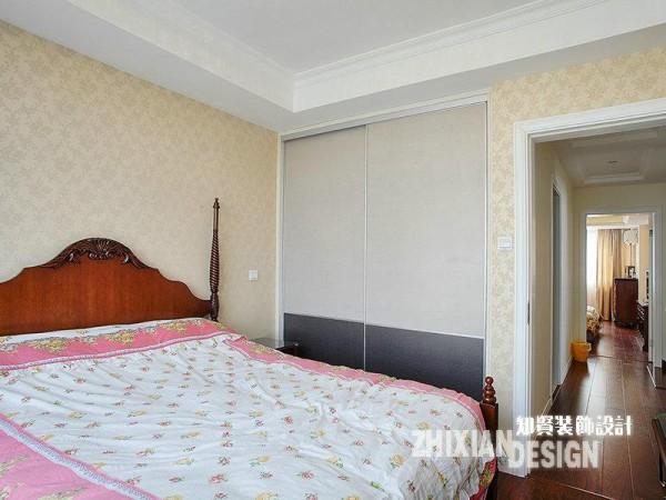 客房占据楼层的另外一侧,与上个空间相比,设计的稍显简素。