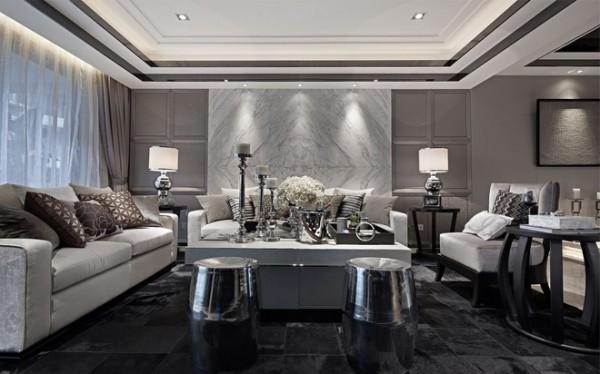室内空间开敞、内外通透,在空间平面设计中追求不受承重墙限制的自由。室内墙面、地面、顶棚以及家具陈设乃至灯具器皿等均以简洁的造型、纯洁的质地、精细的工艺为其特征。