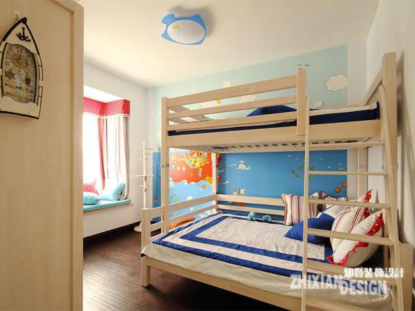 儿童房与餐厅相邻,设计的童趣盎然。粉蓝色的色彩组合对男孩还是女孩来说均可适用。占据主体墙面的儿童风彩绘,设计甜美的飘窗,可爱的小物饰,儿童房轻易俘虏了观者。
