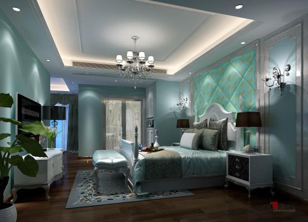名雕丹迪别墅设计—熙龙湾顶层复式—欧式主人房:设计师采用暖色调来塑造高品位的生活空间,从整体到细节,处处都彰显出简约的奢华感。
