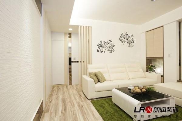 客厅沙发背景,在本来空白的墙上点缀的清新小花,不一样的感觉一下子就出来了。