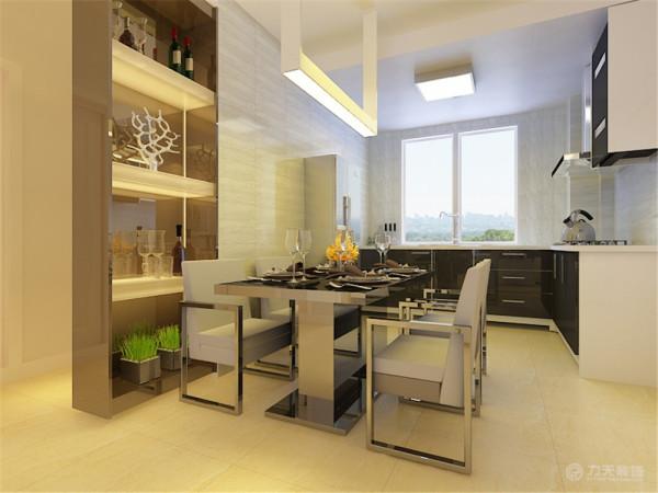 安置餐桌作为开放式厨房,将户型结构改为了两厅。位于厨房东侧的房间为书房,墙体结构规整,带有较大面积的窗户,能够满足业主办公时的采光需求。