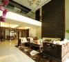 公园大地新中式别墅客厅全景:空间装饰多采用简洁硬朗的直线条,来表达中式追求内敛,质朴的设计风格。