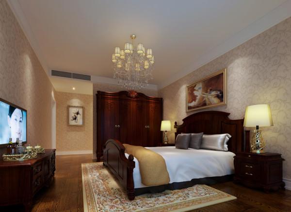 卧室的设计根据主人的要求来设计,深色家具体现出主人性格的稳重,精美的台灯可以看出主人在生活上的品味。